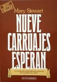 NUEVE CARRUAJES ESPERAN